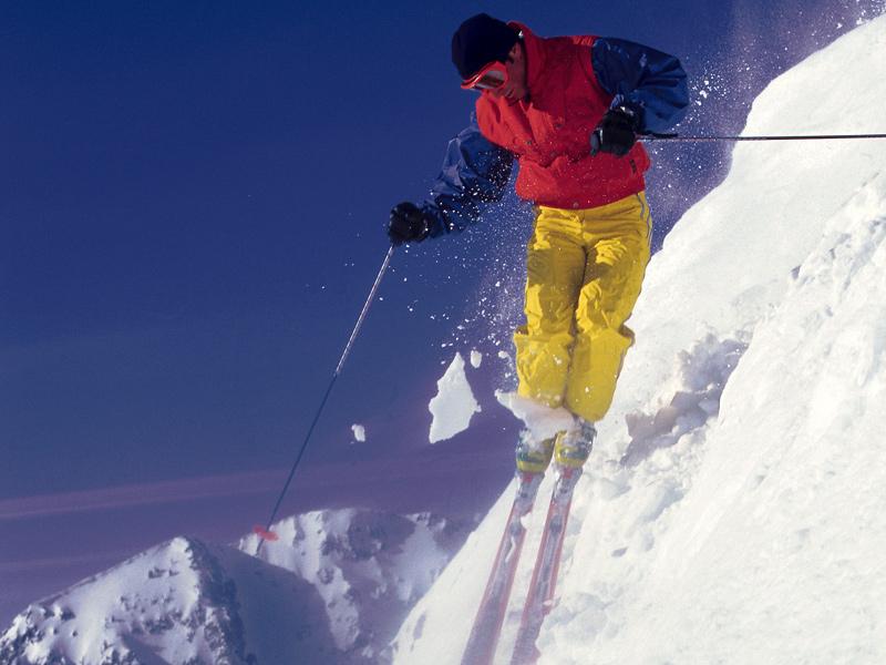 Winterurlaub in den Bergen - Skifahren